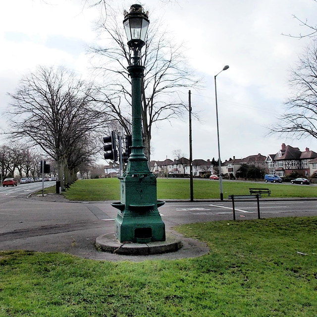 Commemorative fountain and lamp, Horfield Common, Bristol