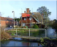 SU3477 : Thatching in Eastbury by Des Blenkinsopp