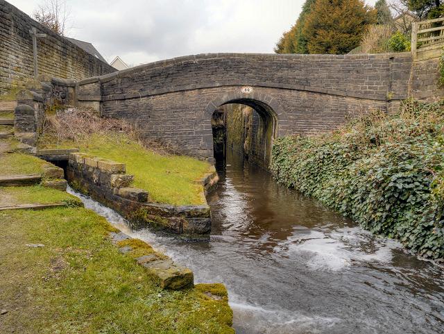 Huddersfield Narrow Canal, Bridge 86