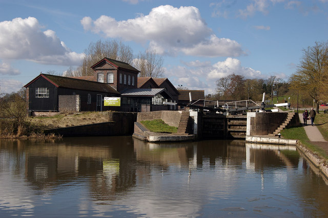 Approach to Hatton Lock no. 42, Grand Union Canal