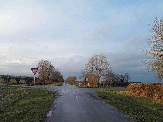 Minor road junction near Wootton Grange, Lincolnshire
