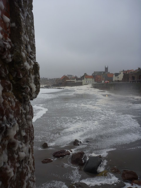 Coastal East Lothian : Taking Shelter At The East Shore, Dunbar