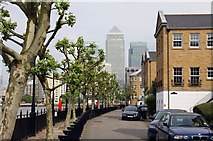 TQ3680 : The Thames Path on Sovereign Crescent by Steve Daniels