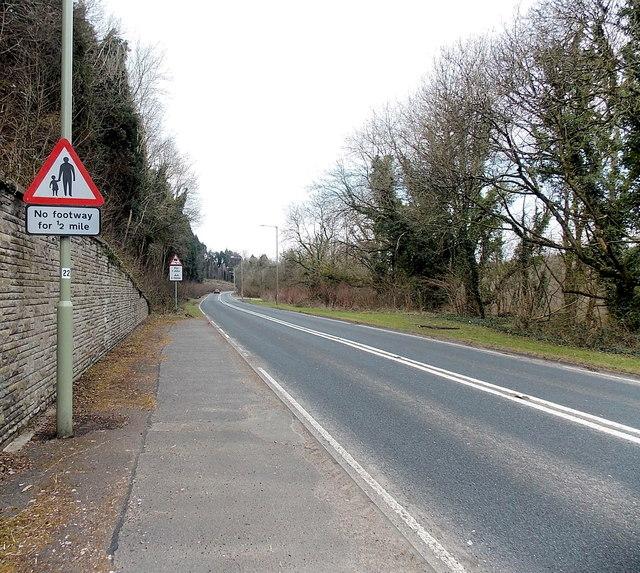 No footway for ½ mile, B4281, Aberkenfig
