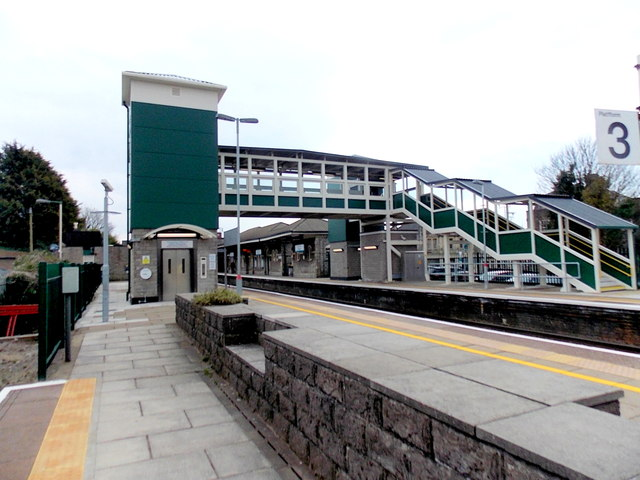 bridgend railway station footbridge  u00a9 jaggery    geograph