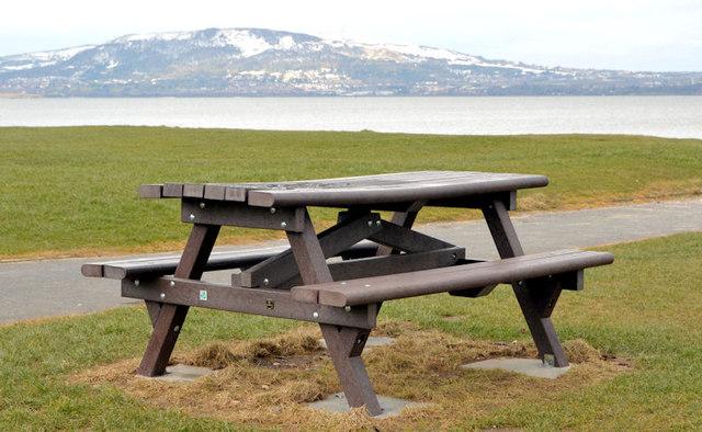Picnic table, Holywood