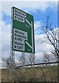 SE7872 : New sign for new exit by Pauline E