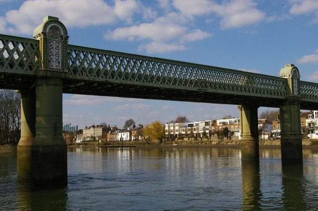 Kew railway bridge, from the water