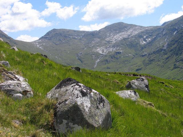Boulders on south-west ridge of Stob Dubh