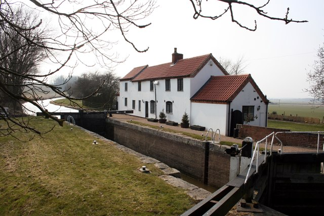 Gringley Top Lock and cottage