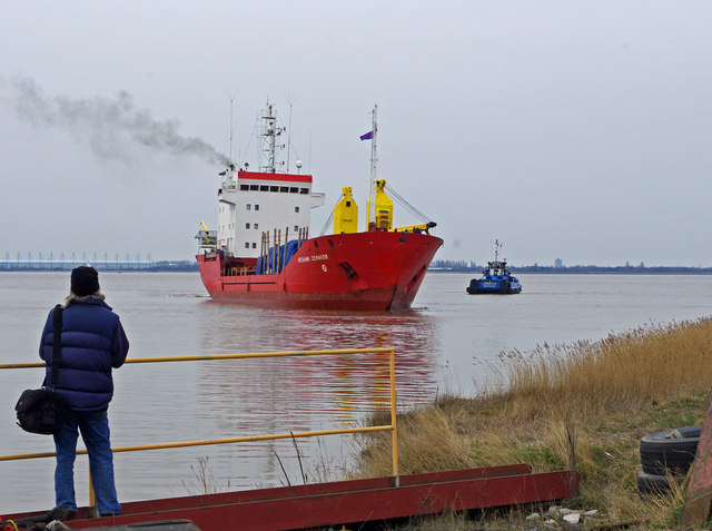 """Mekhanik Semakov"" approaching Barrow Haven"