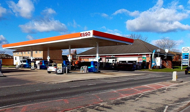 Esso filling station and Spar shop, Royal Wootton Bassett