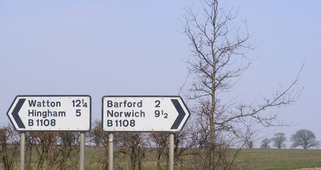Roadsigns on the B1108 Norwich Road