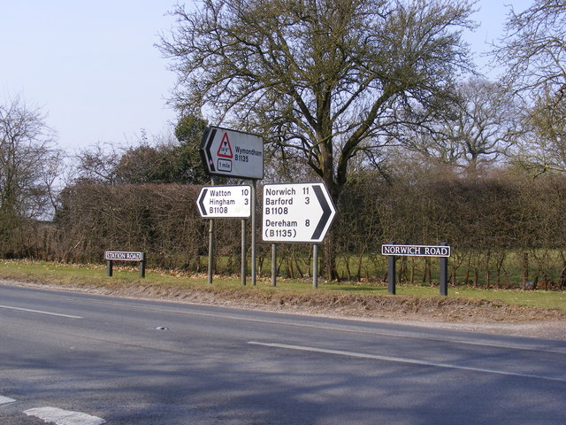 Roadsigns on the B1108 Station & Norwich Roads