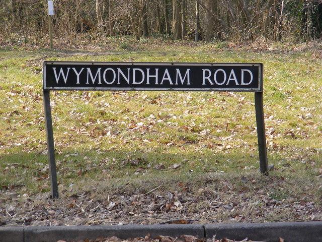 Wymondham Road sign