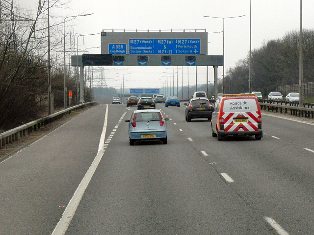 Southbound M3, Junction 13