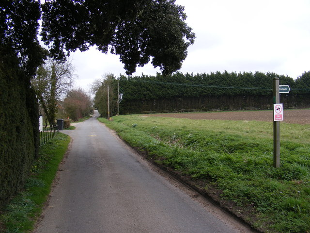 Redgrave Road & footpath
