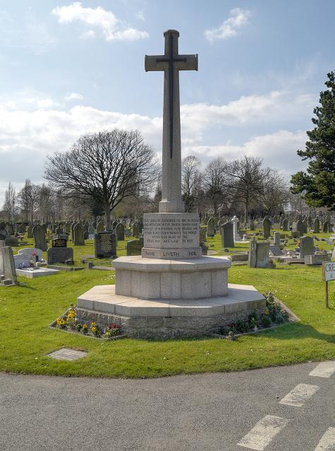 Widnes Cemetery, Cross of Sacrifice