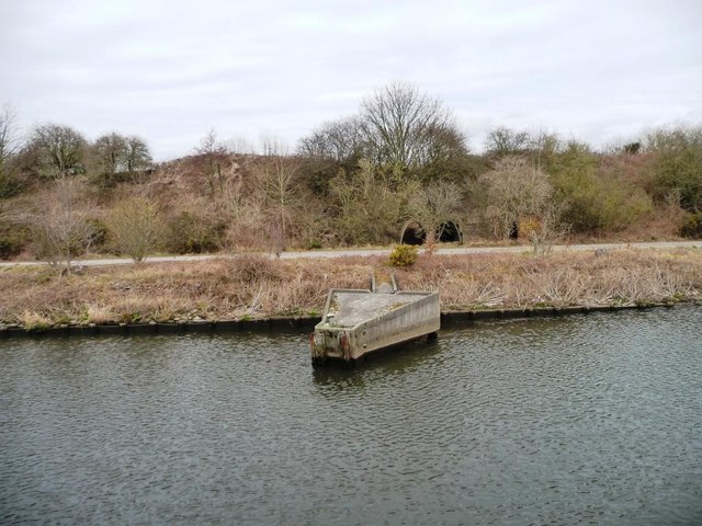 Eastern end of jetty, west of Thelwall Ferry
