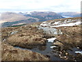 NN1586 : Outcrops and pools on the NE ridge of Beinn Bhàn by Andy Waddington