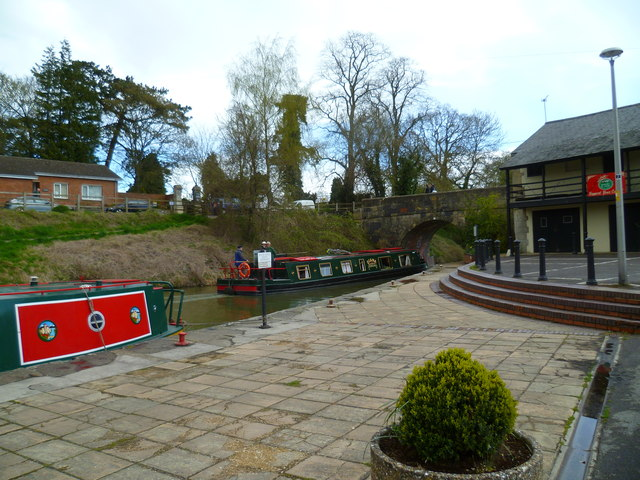 The canal at Devizes Wharf