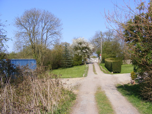 Entrance to South Manor Farm & footpath