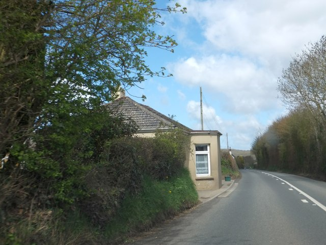 Former tollhouse by A377 north of Chapelton