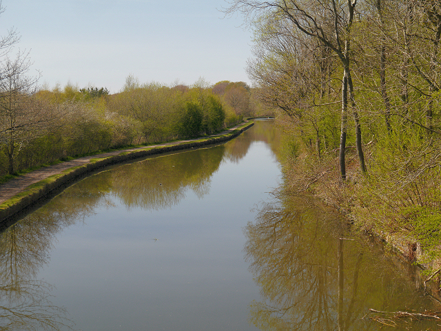 Leeds and Liverpool Canal at Haigh Country Park