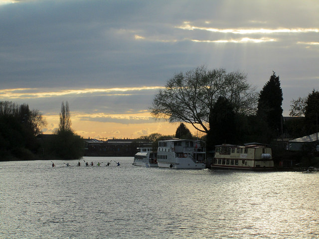 Eight kayaks, three pleasure boats and a sunset
