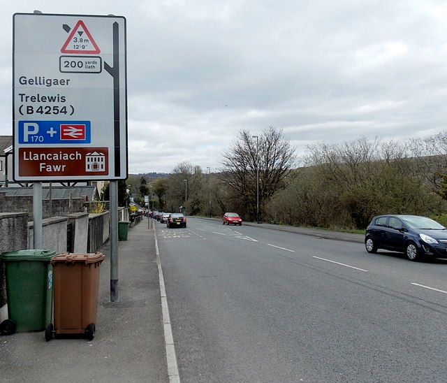 The A469 approaches the turn for Pengam railway station, Glan-y-nant by Jaggery
