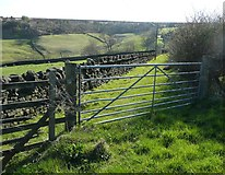 SE0120 : Gate on Ripponden Footpath 9 at Greave Road by Humphrey Bolton