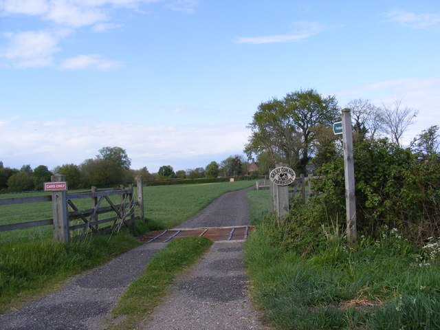 Footpath to Great Common Lane & entrance to Great Common Farmhouse