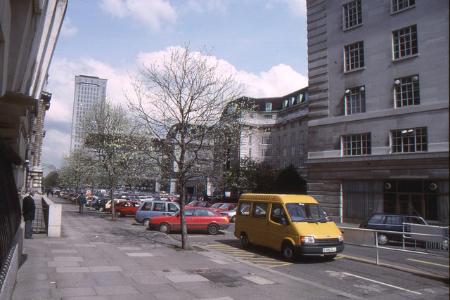 County Hall: courtyard with North and South Blocks, 1989
