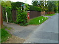 SU9584 : Footpath junction with Blackpond Lane by Shazz