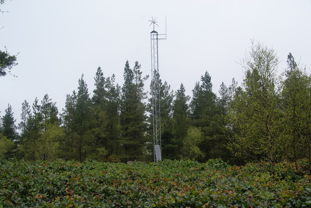 Communications mast by Canada Drive