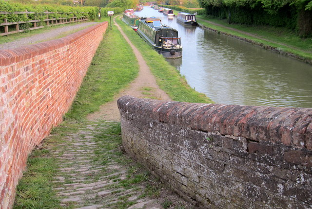 Towpath and moorings from the roving bridge