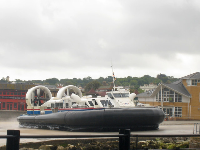 Hovercraft turning at Ryde