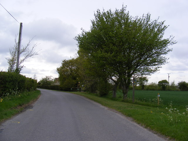 School Road & footpath to St.Andrew's & Ringsfield Halls