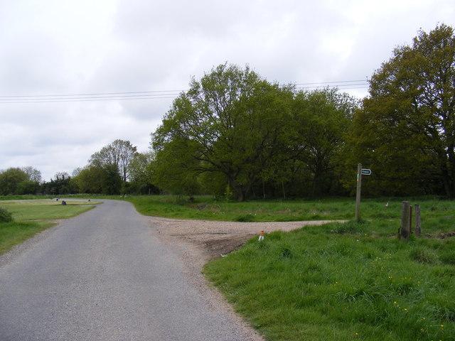 Becks Green Lane & footpath & entrance to Manor Farm
