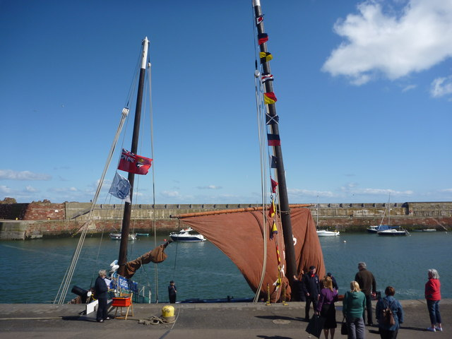Coastal East Lothian : FR958 Reaper Visits Victoria Harbour, Dunbar