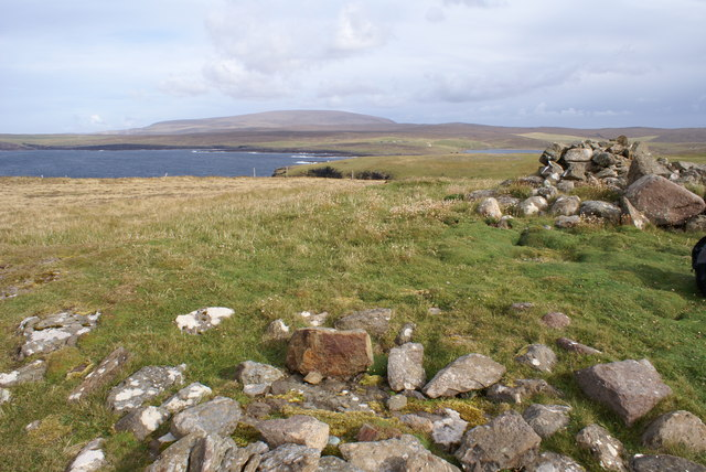 Hill of Ure, OS bolt and Cairn