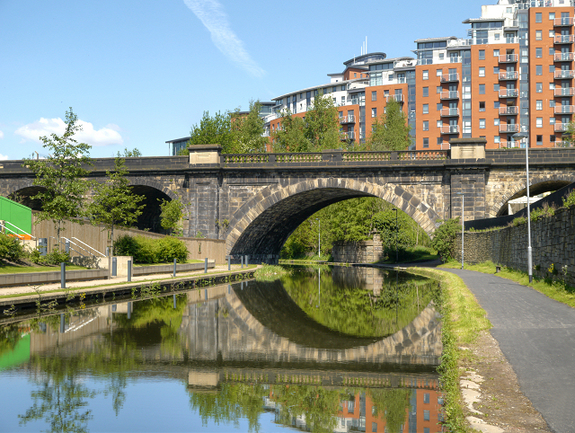 Leeds and Liverpool Canal, Bridge #225F