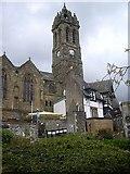 NT2540 : Old parish church and Bridge Inn, Peebles by Stanley Howe