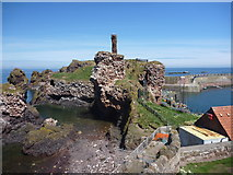 NT6779 : Coastal East Lothian : Dunbar Castle and Victoria Harbour by Richard West