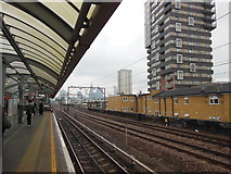 TQ3581 : The DLR at Shadwell Station by Ian S