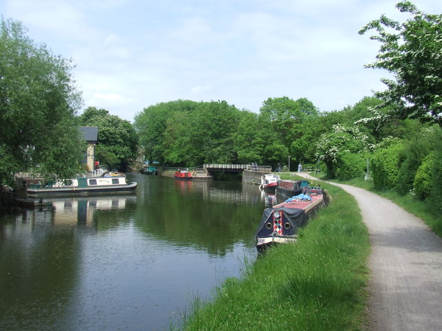 River Lee Navigation at Enfield Island Village