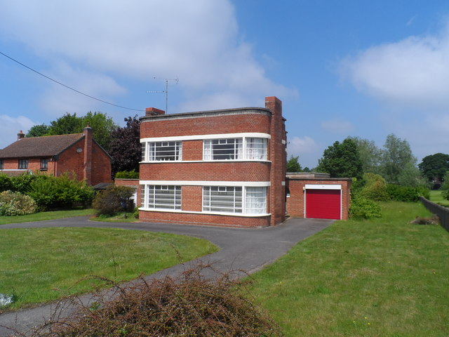 art deco house mildenhall bikeboy cc by sa 2 0 geograph