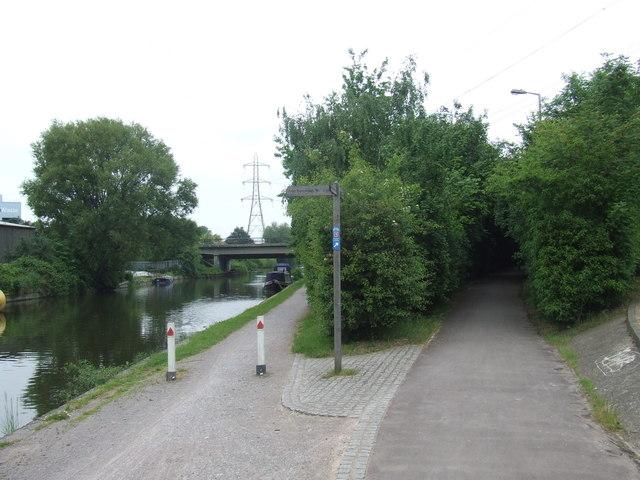 Paths next to the River Lee Navigation, Edmonton