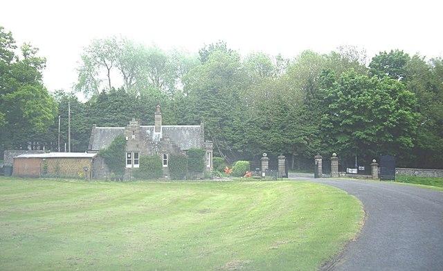 Lodge gatehouse and gates, Scone Palace