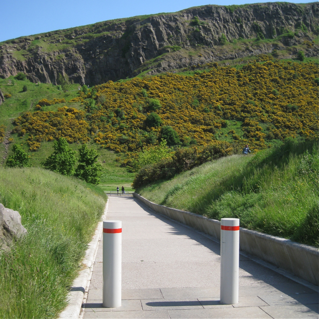 Wide path between the 'tails', Scottish Parliament landscape